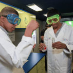 Estudiantes tuvieron la oportunidad de realizar experimentos en tiempo real dentro de la unidad rodante